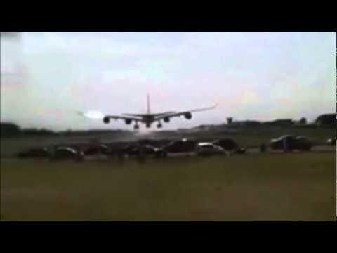 Espectacular aterrizaje de un avión en Costa Rica