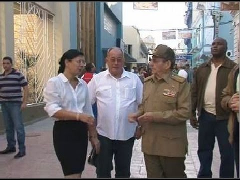 Recorre Raúl Castro ciudad de Santiago de Cuba y dialoga con el pueblo