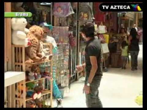 Los Destrampados (Broma) - Gorila Que Orina