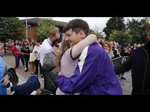 Louis Tomlinson Surprises a Fan