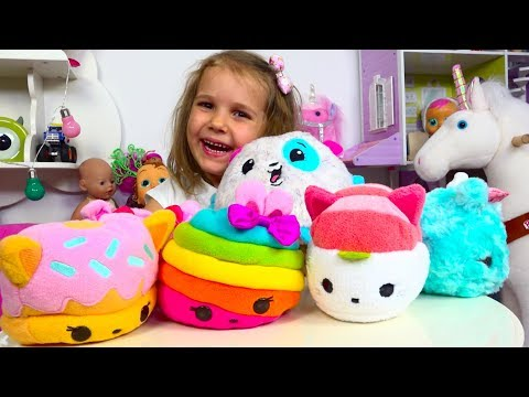Катя сама сняла видео о новых игрушках . Katy Unboxing new toys