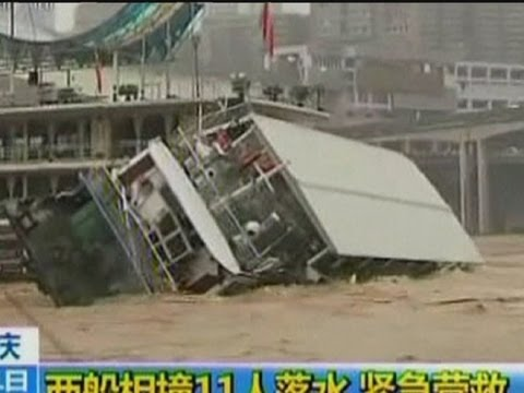 0 Dramatic picture of a restaurant boat capsizing in China