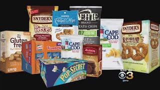 Snyder's-Lance Robot drops Toast Chee into cartons