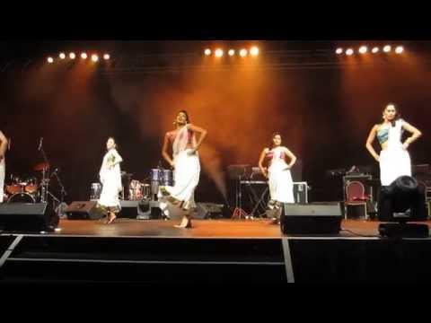 Bollywood Dance Junction performs Sajda at the Udit Narayan...