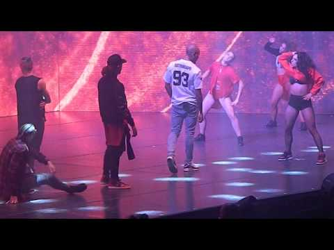 Chris Brown - Look At Me Now & Hit the Quan