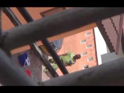 Wema akiwawakia wafanyakazi wake  www bongomovies com)