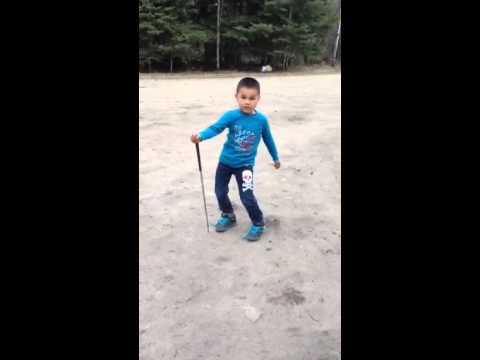 4 year old dancing to Michel Telo-Bara Bara Bere Bere