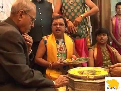 President Pranab Mukherjee visits Dwarka for darshan at Mandir