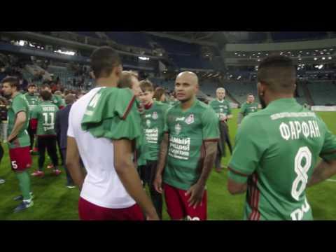 Юрий Семин пытается отбить кого-то у охраны стадиона, приветствует болельщиков, обнимает Ари