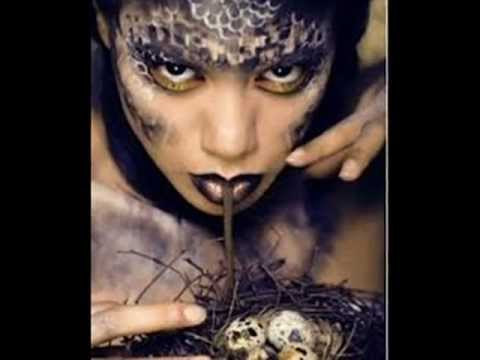 Secret Chinese Snake Woman - Una Niña Juega Con Su Serpiente - Half Snake Half Woman - video