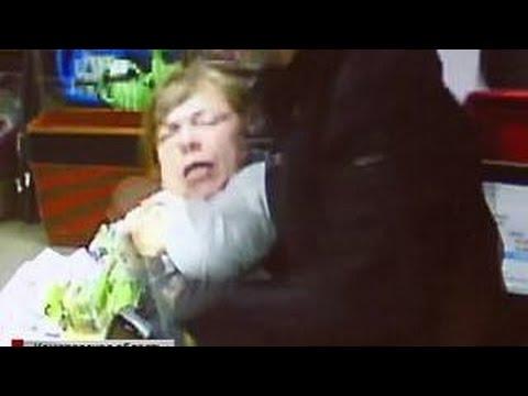 Преступник едва не зарезал женщину на глазах десятков очевидцев