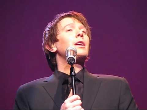 Clay Aiken - Hark The Herald Angels Sing / O Come All Ye Faithful