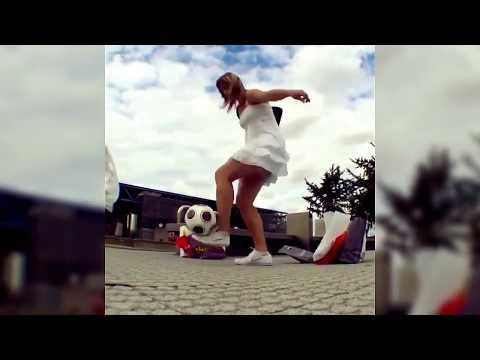 Финты девушек с мячом - Girl  Skills