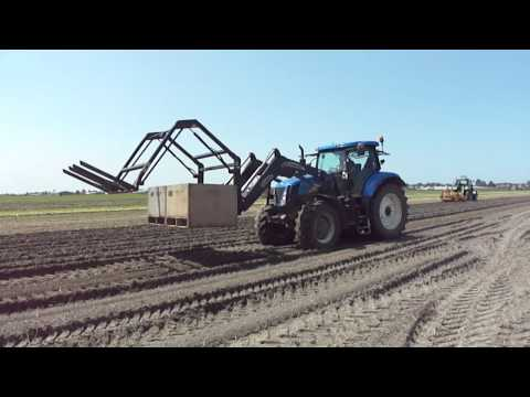 CJ Ruigrok & Zn with the new holland 7030 with loader