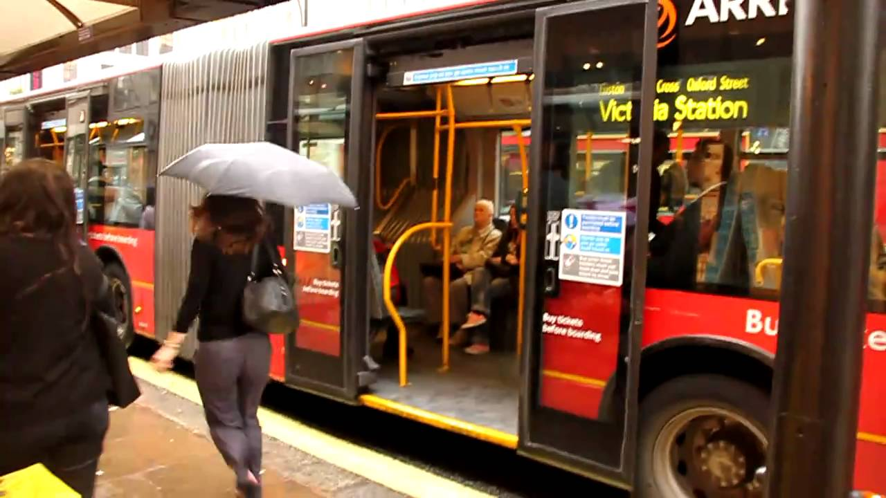 Articulated Bus London Fast Sliding Doors 2010 Youtube