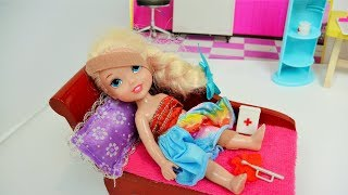 Anna and Elsa Toddlers Elsya has accident #2 shot runs away Barbie Bully Frozen Doll Toys In Action
