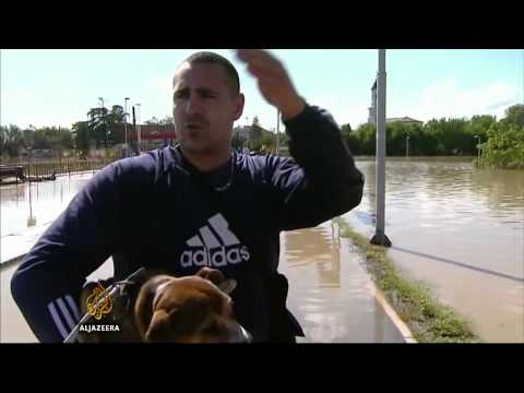 Toll mounts as thousands flee Balkan flooding