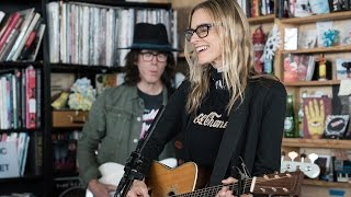 "Aimee Mann - NPR Music Tiny Desk Concertにて""Rollercoasters""など4曲を披露 映像を公開 thm Music info Clip"