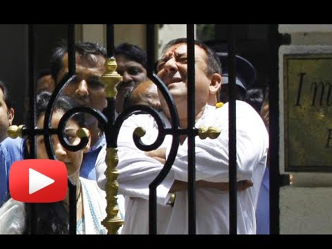 Sanjay Dutt Gives 'Jadoo ki Jhappi' Before Going To Jail