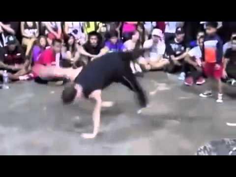 طفل يرقص مع شاب جامدة طحن حاجة غريبة thumbnail