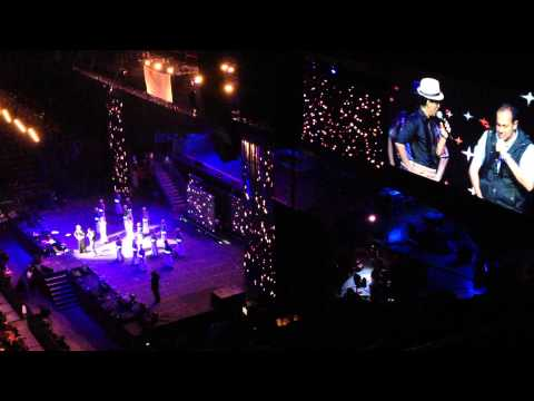 Temptation Reloaded Sydney 2013: Shahrukh Khan, Yo Yo Honey Singh, And A Lucky Fan- Lungi Dance video