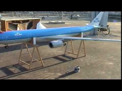 RC Airbus A-330 Roll-out