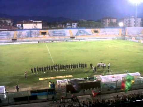 Il capitano neroazzurro Ciccio Favasuli saluta e ringrazia i tifosi (Sabato 24 Agosto 2013)