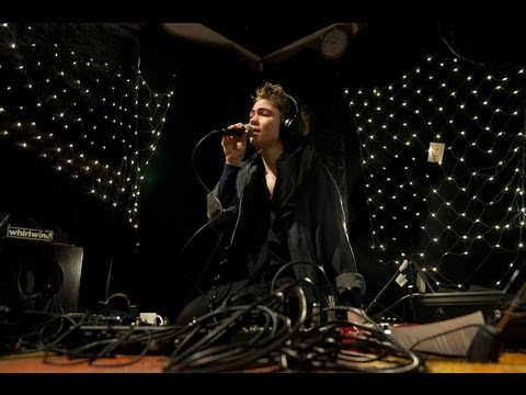 Grimes - Genesis (Live on KEXP)