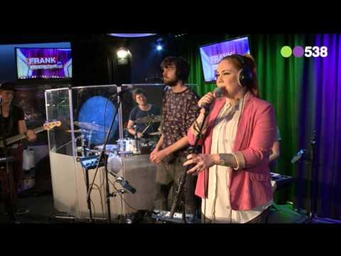 Lisa Lois - The Devil In Love (Live bij de Frank en Vrijdagshow)
