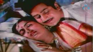 Mudhu Mudhu Radha Romantic Video Song - Mahaa Manishi