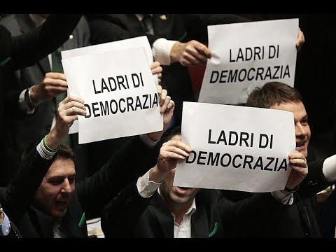 """Pensioni - La Lega protesta in aula: """"Siete ladri di democrazia"""""""