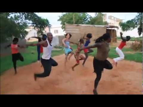 Yoro Fola and friends with the dancer Mbarou N'Diaye – Crazy for djembe – Stage in Senegal.avi