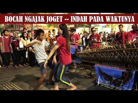 Download PARAH !! BOCAH NGAJAK JOGET    INDAH PADA WAKTUNYA   ANGKLUNG RAJAWALI MALIOBORO YOGYAKARTA Mp4 baru