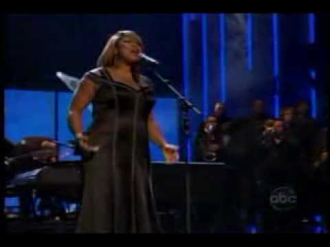 Queen Latifah performs at 2007 AMA awards show
