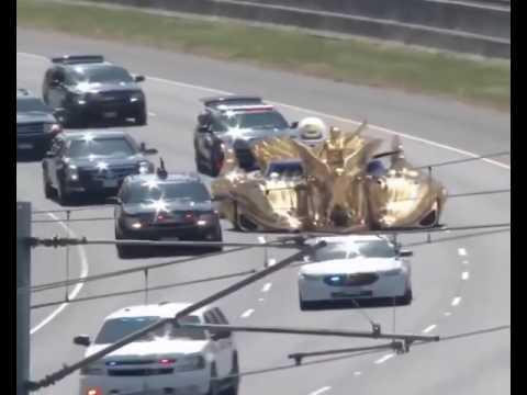 Золотой автомобиль Дональда Трампа