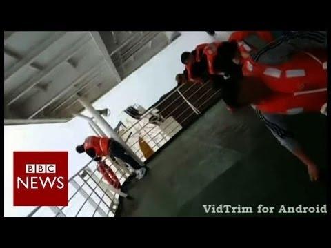 Divers enter South Korea ferry - BBC News
