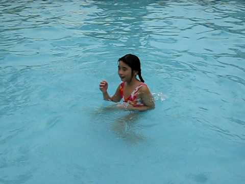 Amei Swimming video