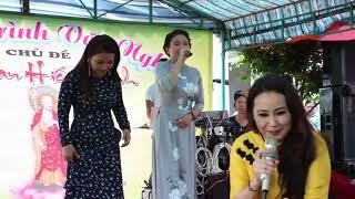 4 chị e nhà NS THANH HẰNG- NGÂN QUỲNH- THANH NGỌC và THANH NGÂN cùng hát ở chùa