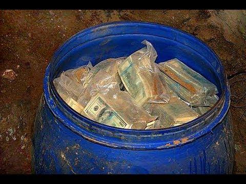 Сердце деда чуть не остановилось когда он нашёл синюю бочку с деньгами!