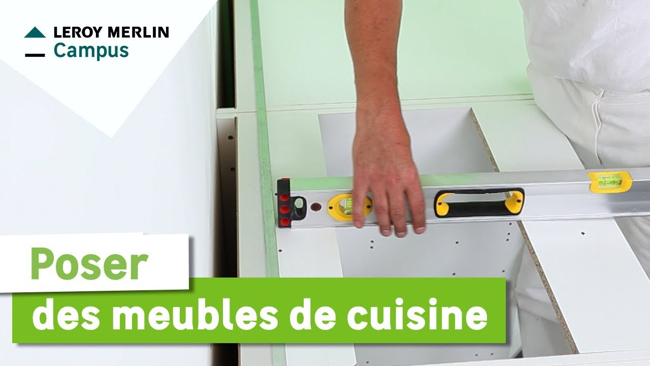 Comment poser des meubles de cuisine leroy merlin youtube for Meuble bas four plaque
