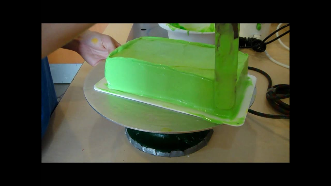 Basic: Frost / Icing a Cake - YouTube