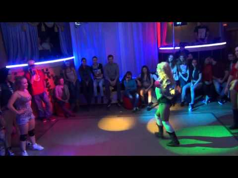 Dhq четверть Fraules Vs Gaika (mr Vegas Bruck It Down, Aidonia  - Tip On Your Toe) video