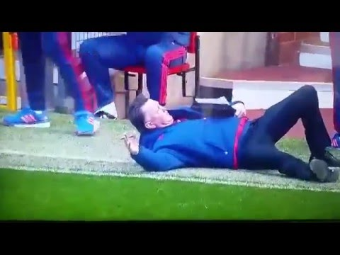 Louis Van Gaal dives at Old Trafford 28/02/2016