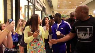 Akon in Mall Charlotte, NC