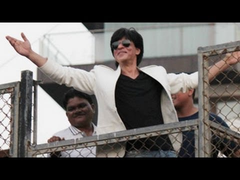 Watch Shahrukh Khan Celebrates His 47th Birthday