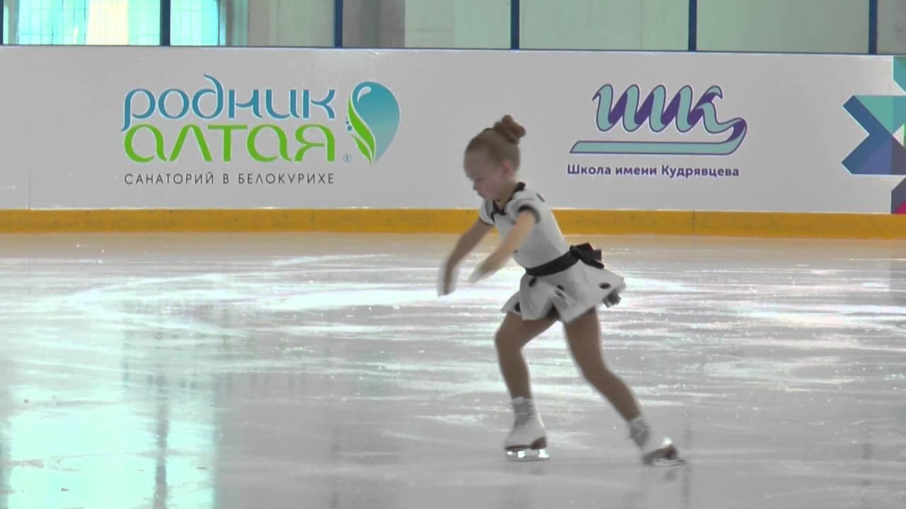 Даша батяева, 8 лет, г екатеринбург, школа фигурного катания локомотив, 06112013 года, сдала на i -й юношеский