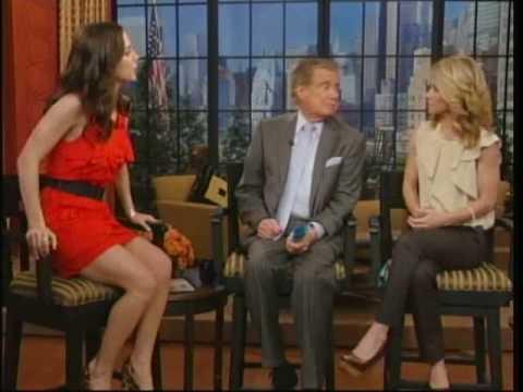 Eliza Dushku on Regis & Kelly (02.12.09)