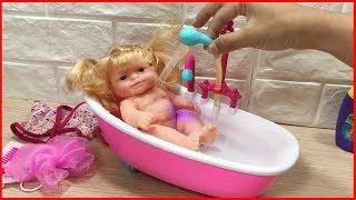 Đồ chơi trẻ em, búp bê và bồn tắm hoa sen dùng nước, tắm cho búp bê - Baby Doll house (Chim Xinh)