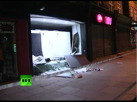 Looted shops, smashed cars & windows: RT video of London riots