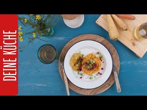 Knusprige Pastinaken-Karotten-Puffer mit Apfelkompott und Granatapfel | REWE deine Küche
